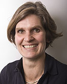 Wendy Scholten-Peeters, PhD, fysiotherapeut/manueel therapeut. Werkzaam als senior onderzoeker in de afdeling Neuromechanics, afdeling Bewegingswetenschappen, Faculteit voor Gedrags- en Bewegingswetenschappen Vrije Universiteit Amsterdam.